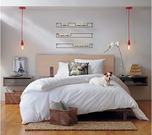 chevet-suspendu-décoration-murale-et-deux-lampes-pendantes-design-industriel