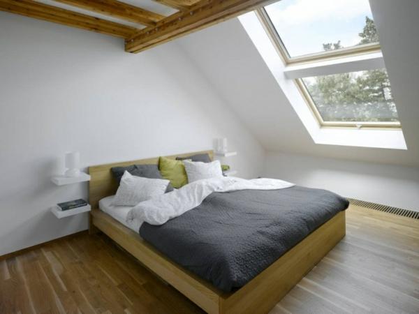 chevet-suspendu-et-un-lit-moderne-en-bois-aménagement-sous-comble