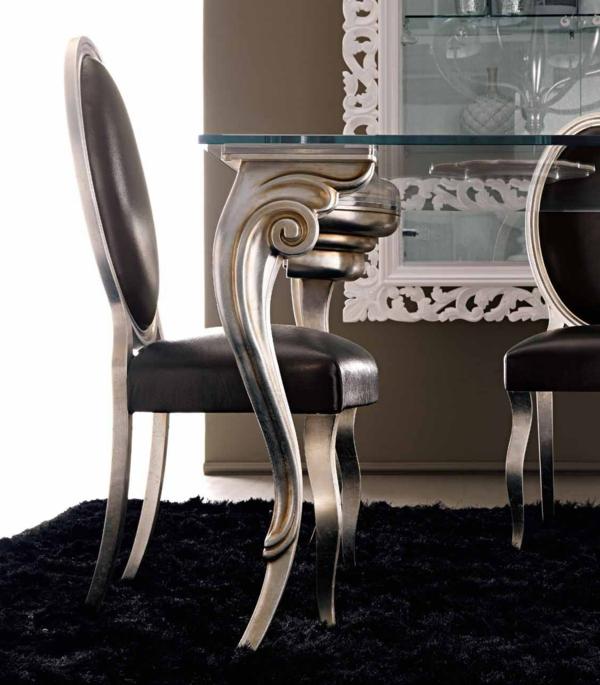 chic-chaise-en-noir-et-argent