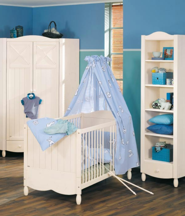 ciel-de-lit-bébé-rideaux-bleus