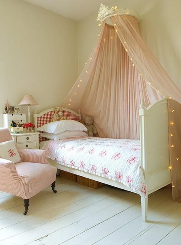 ciel-de-lit-bébé-magnifique-avec-éclairage
