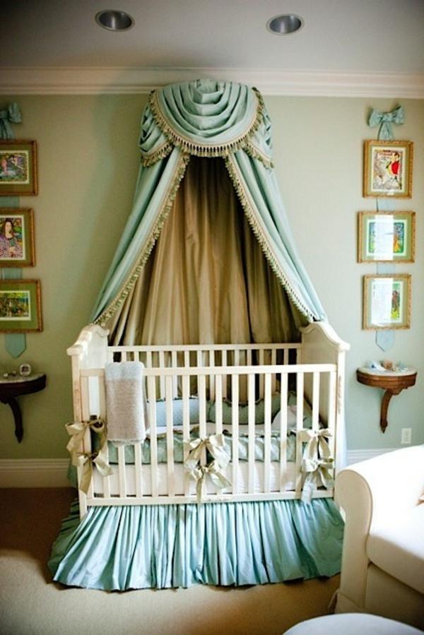 ciel-de-lit-bébé-design-imposant