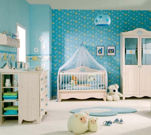 ciel-de-lit-bébé-un-lit-de-bébé-dans-une-chambre-bleue