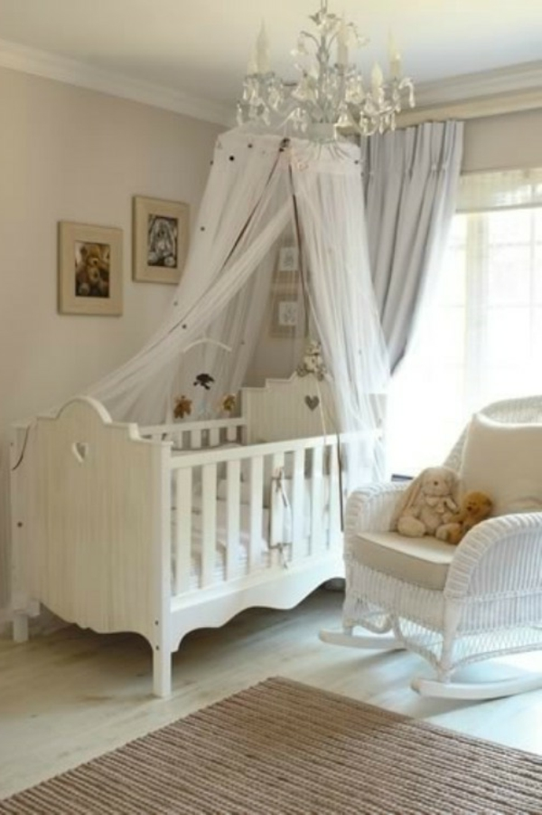 d licieux chaise pour chambre bebe 2 ciel de lit b b ukbix. Black Bedroom Furniture Sets. Home Design Ideas