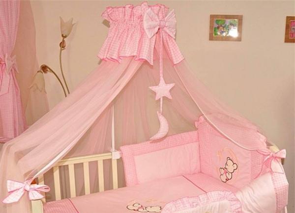 ciel-de-lit-bébé-rose
