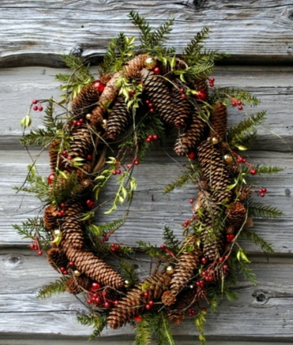 comfy-rustic-outdoor-christmas-decor-ideas__-resized