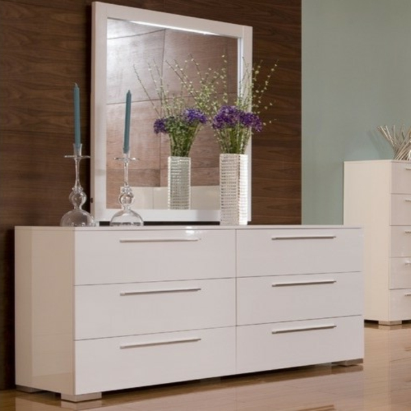commode-coiffeuse-blanche-miroir-à-l'encadrement-blanc