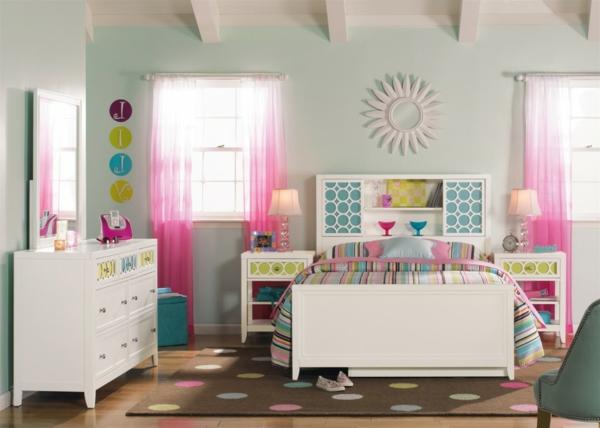 commode-coiffeuse-d'enfant-dans-une-jolie-chambre-d'enfant