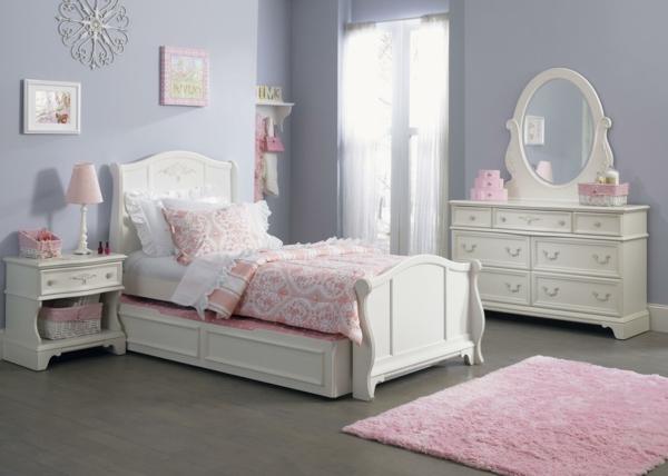 commode-coiffeuse-et-chambre-de-fille-en-rose-et-blanc