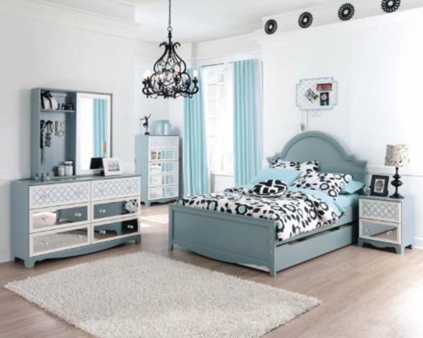 commode-coiffeuse-une-chambre-à-coucher-en-bleu