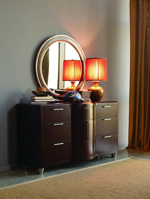 commode-coiffeuse-une-lampe-jolie-et-un-miroir-oval