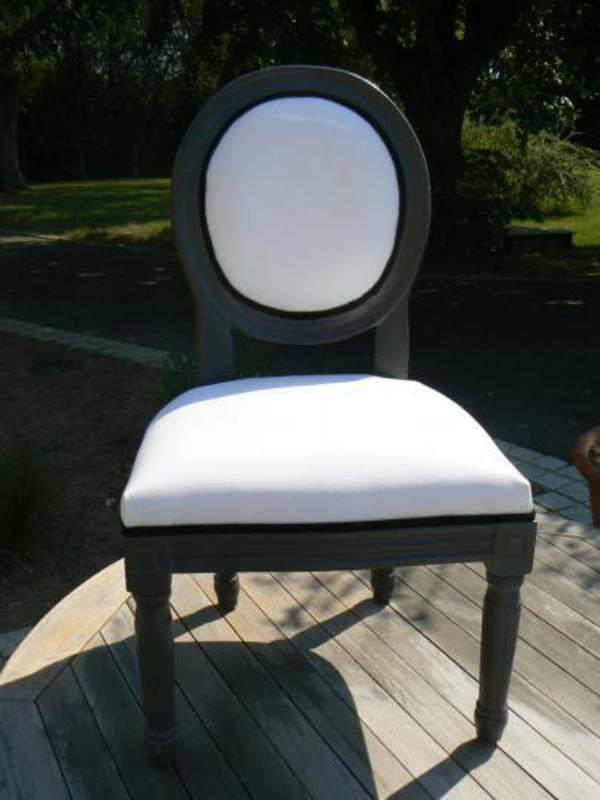 cool-chaise-en-blanc-tapisserie