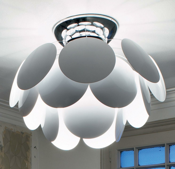 cool-design-du-lampe-avec-jolies-éléménts