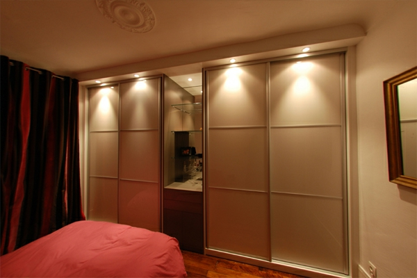 armoire murale pour chambre a coucher design de maison. Black Bedroom Furniture Sets. Home Design Ideas