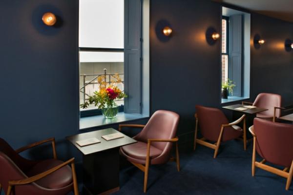 cool-design-pour-votre-salon-avec-le-fauteuil-en-cyur-beige