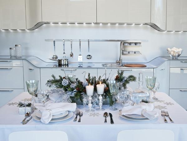 déco-de-table-de-Noël-en-blanc-élégant