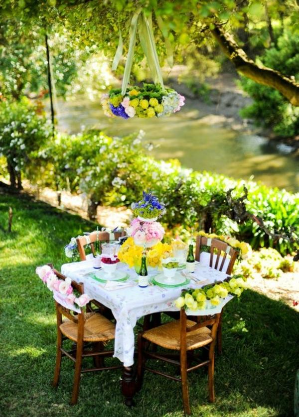 deco-table-jardin-repas-fleuri