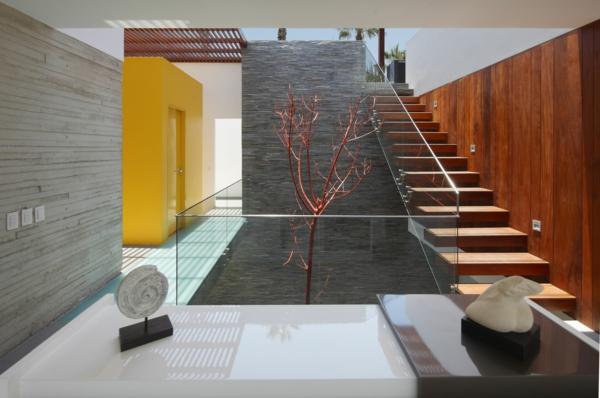 escalier-flottant-dans-une-maison-luxueuse