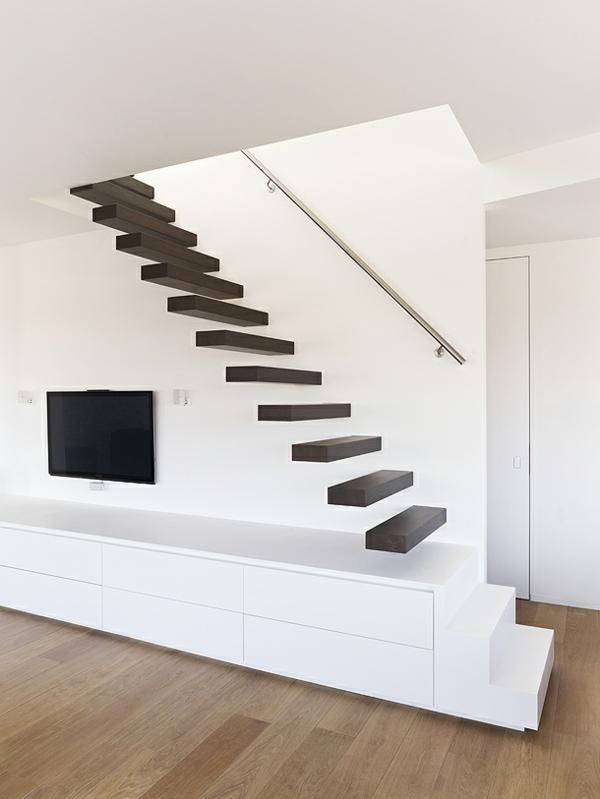 escalier-flottant-en-bois-sombre