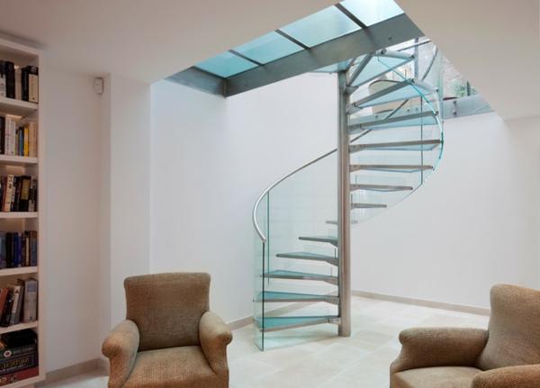 escalier-flottant-et-deux-fauteuils