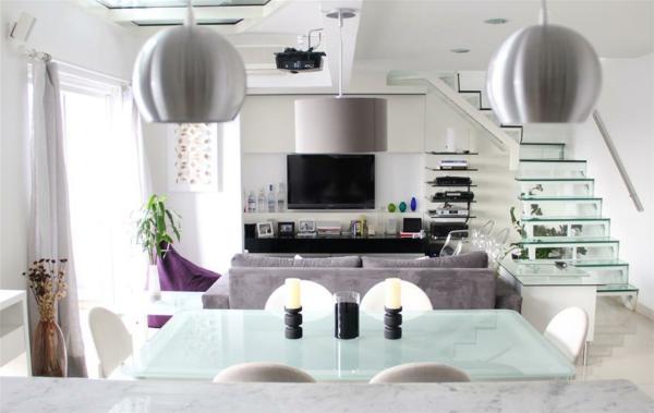 escalier-flottant-salle-de-séjour-contemporaine