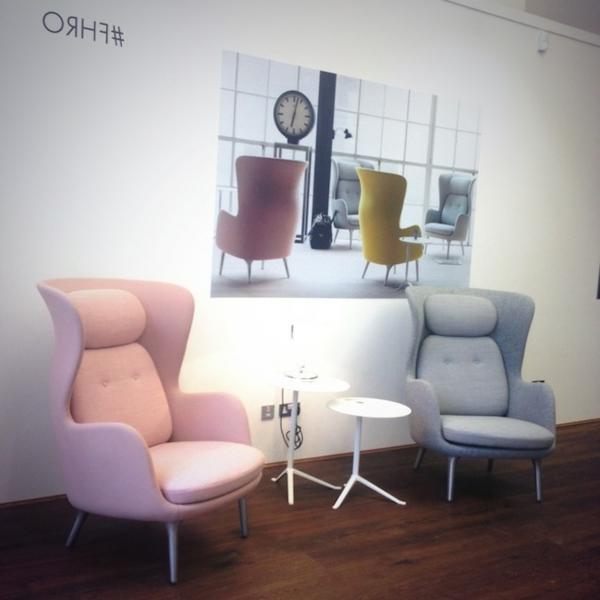 fauteuil-design-scandinaverose-et-gris-nautre-et-doux-couleurs