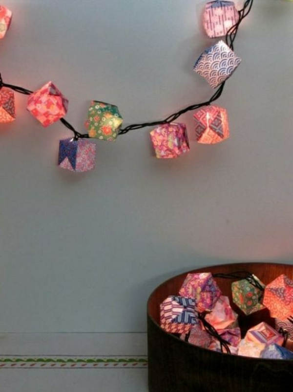 guirlande-origami-cubes-luminants-en-rose