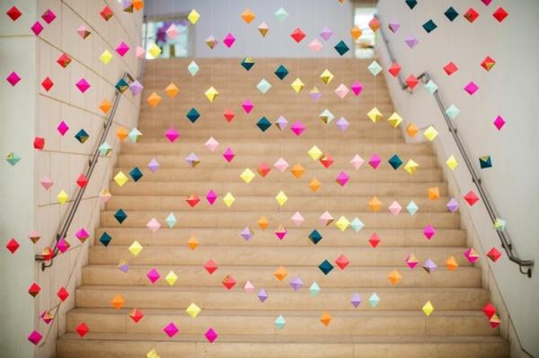 la guirlande origami est une d co chouette pour vos int rieurs. Black Bedroom Furniture Sets. Home Design Ideas
