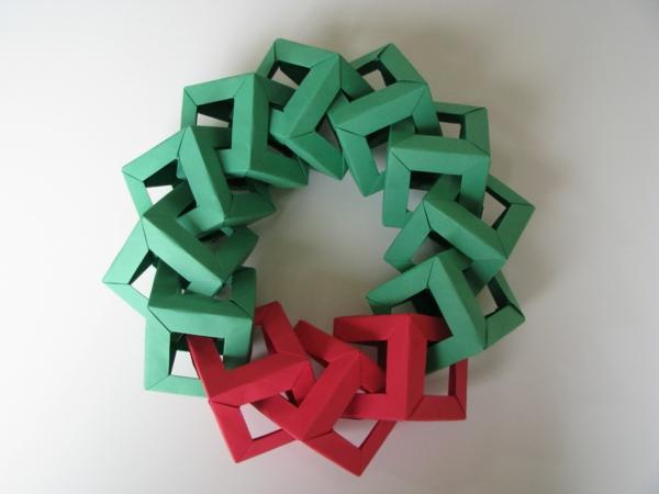 guirlande-origami-en-rouge-et-vert