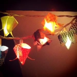 La guirlande origami est une déco chouette pour vos intérieurs
