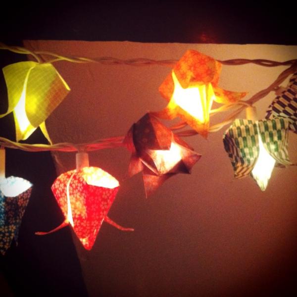 guirlande-origami-fleurs-luminantes