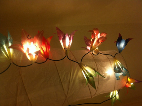 guirlande-origami-fleurs-lumineuses-en-papier