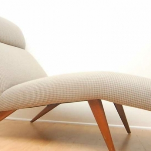 Le indoor chaise lounge en beige