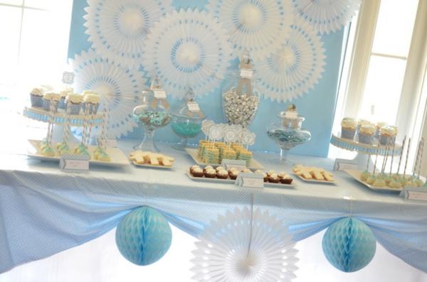 jolie-table-décoration-de-baptême