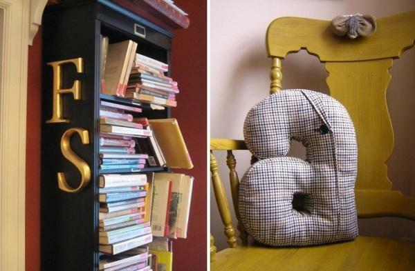 lettres-décoratives-coussins-décoratifs-et-lettres-sur-une-bibliothèque