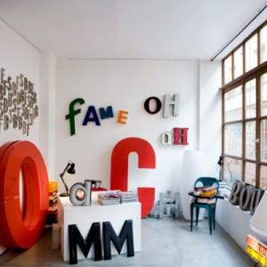 Les lettres décoratives dans l'intérieur moderne