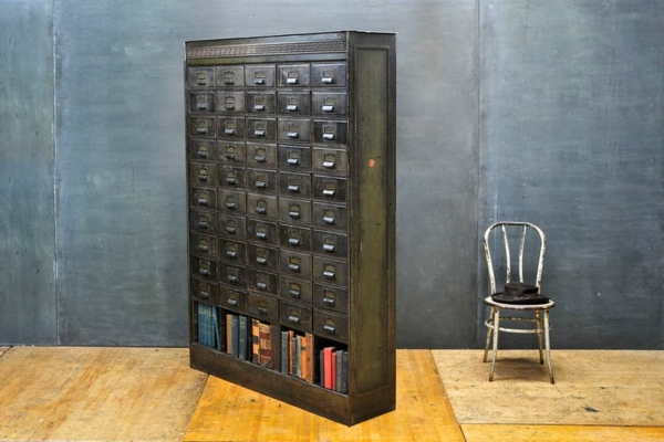 meuble-apothicaire-en-métal