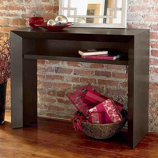 meuble-console-d' entrée-conosle-étroite-près-d'un-mur-en-briques
