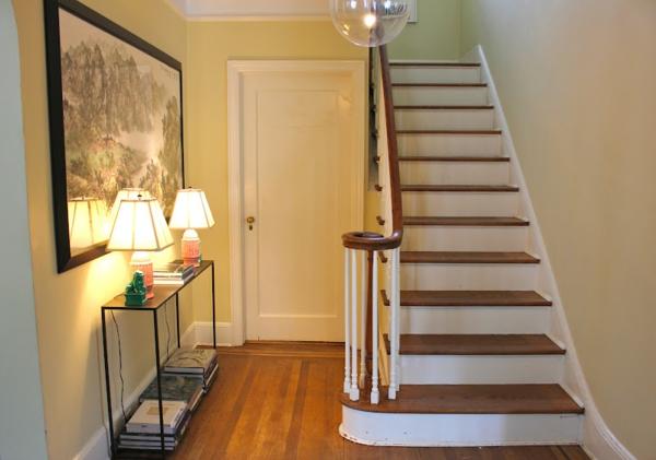 meuble-console-d' entrée-escalier-et-deux-lampes