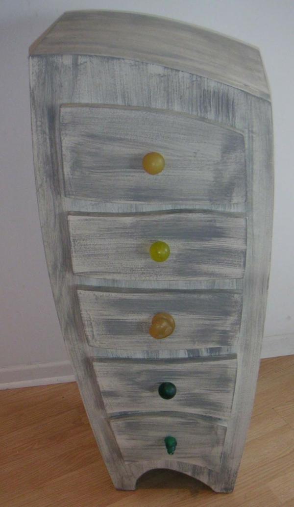 meuble-semainier-extravagant-en-blanc