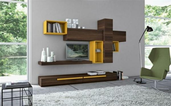 meuble-suspendu-de-salon-en-bois-avec-des-accents-oranges