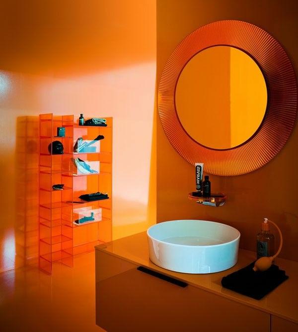 miroir-kartell-et-meuble-plastique-transparent