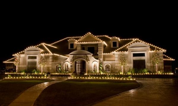 outdoor-Christmas-lighting-designs-ideas-q1-resized