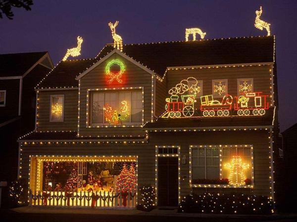 outdoor-christmas-light-decoration-ideas-resized