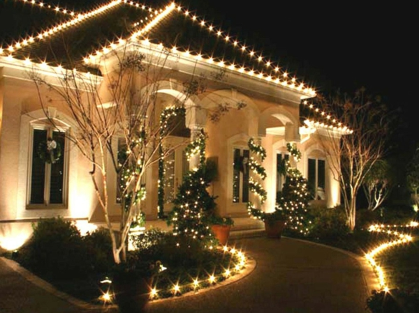 outdoor-holiday-decorations-resized