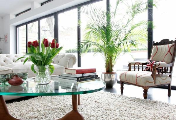 plantes-artificielles-tulipes-rouges-dans-une-salle-de-séjour