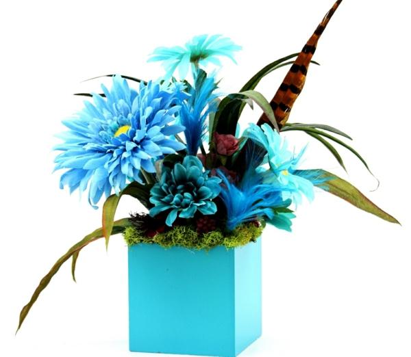 plantes-artificielles-un-vase-bleu-et-fleurs-bleues-artificielles