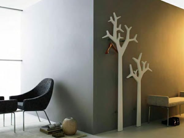 Le porte manteau arbre ajoute une touche d co votre int rieur - A quelle hauteur fixer un porte manteau ...