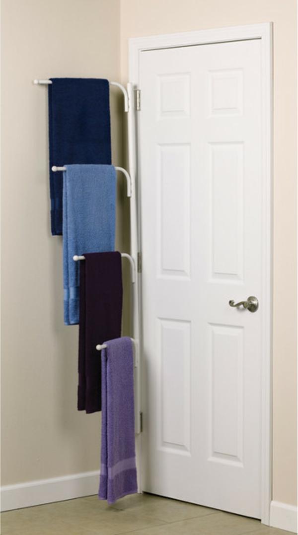 porte-serviette-de-salle-de-bain-fixé-à-la-porte