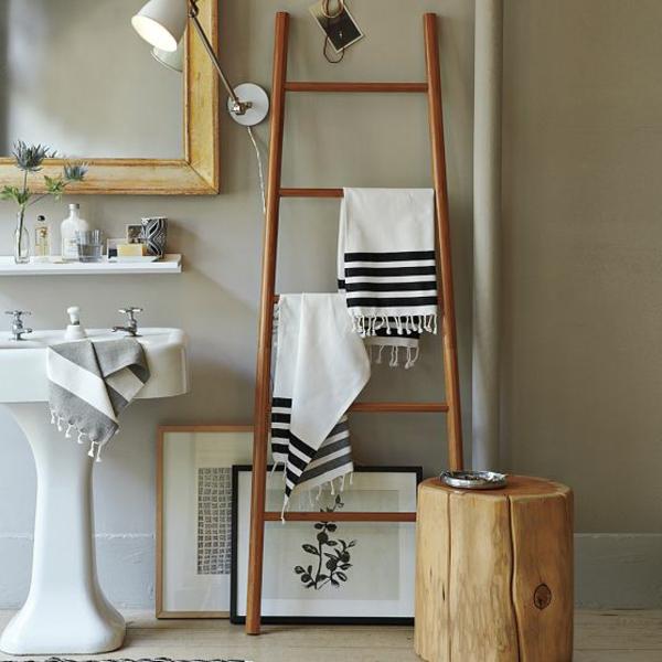 Le porte serviette de salle de bain - Porte serviette sur pied en bois ...